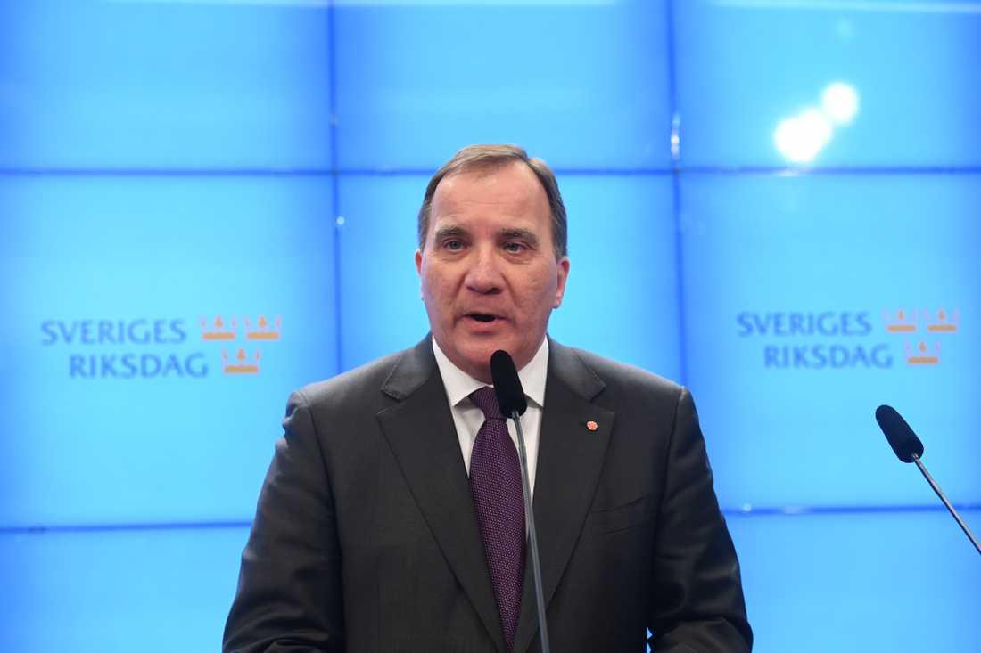Stefan Löfven (S) möter pressen efter att han träffat riksdagens talman Andreas Norlén riksdagshuset.