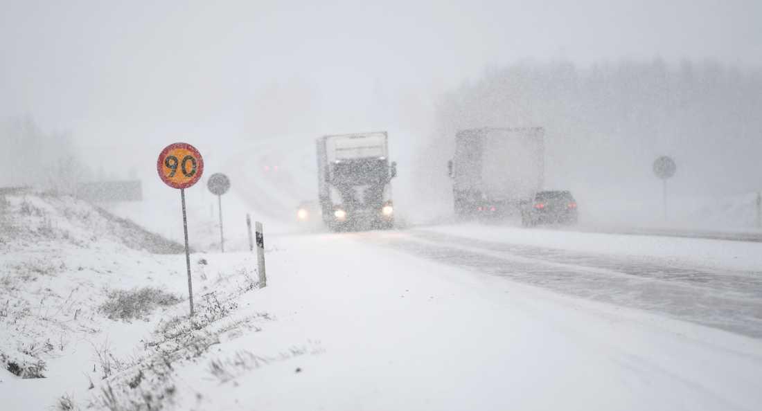 Risk för snö- och ishalka på torsdag.