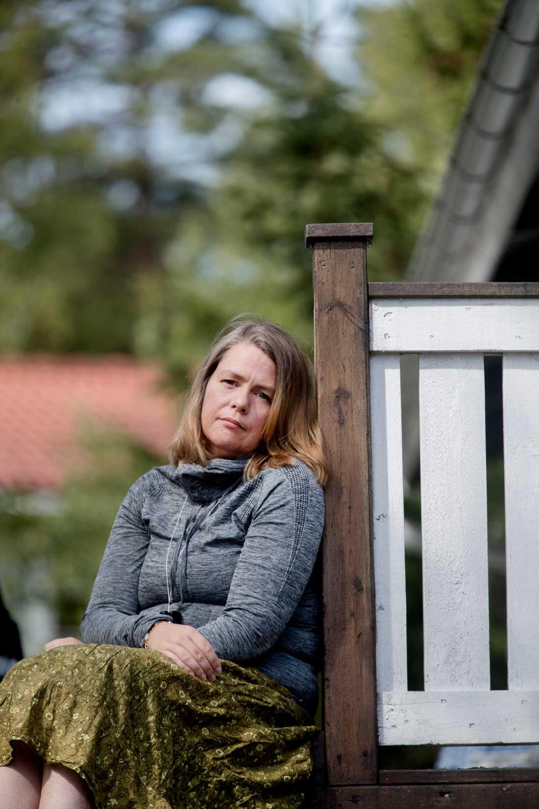 Åsa Kristoferson Hedlund har varit sjuk i bekräftad covid-19 sedan den 17 mars. Hon tycker det är bra att Socialstyrelsen ska kartlägga de långtidssjuka i covid-19, men är orolig för att de ska missa otestade patienter.