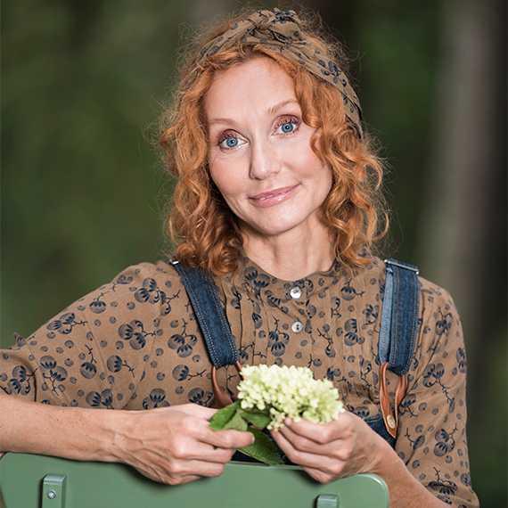 """Linda Schilén, trädgårdsmästare, konstnär, författare är aktuell med boken """"Konsten att skapa trädgårdens rum""""."""