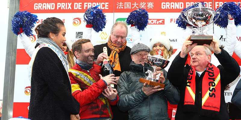 Här firar kretsen kring Readly Express segern i Prix de France.