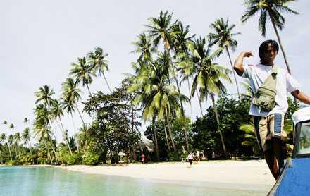 Skepp ohoj! Vi lämnar Koh Maak, grannö till Koh Chang, för att göra nya strandhugg.