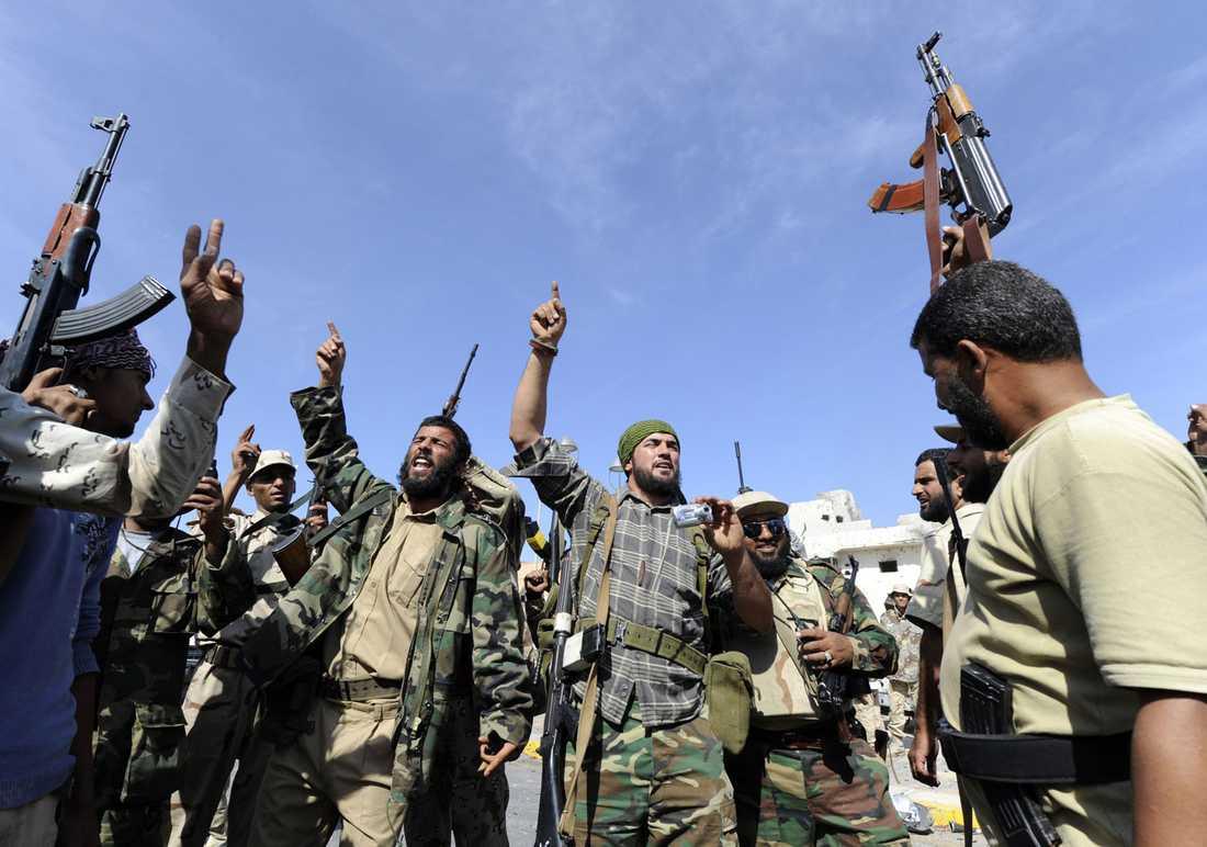 Soldater firar Gaddafis död i Sirte