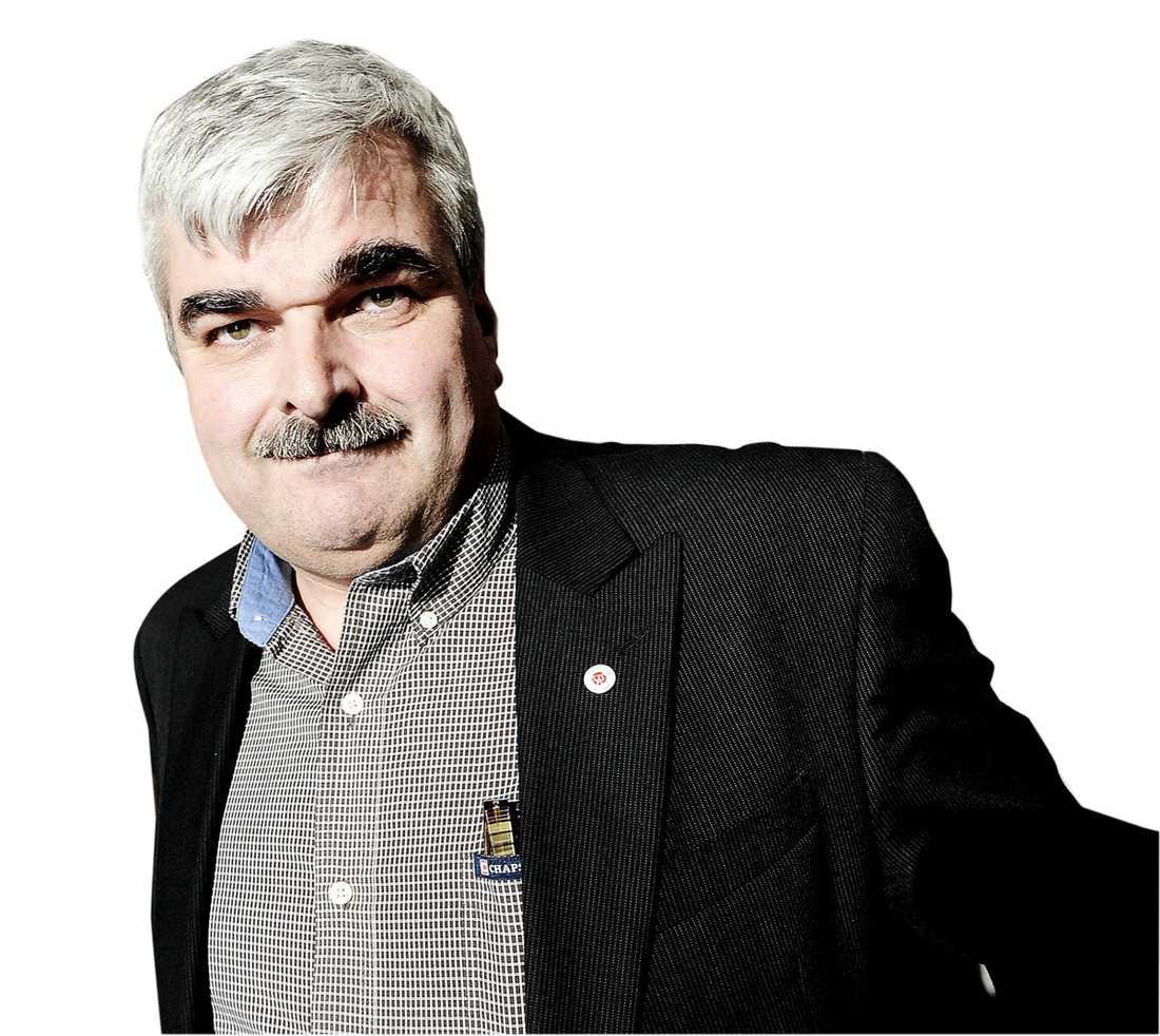 mustaschen-mannen I morgon väljs Håkan Juholt, 48, till Socialdemokraternas nye partiledare.