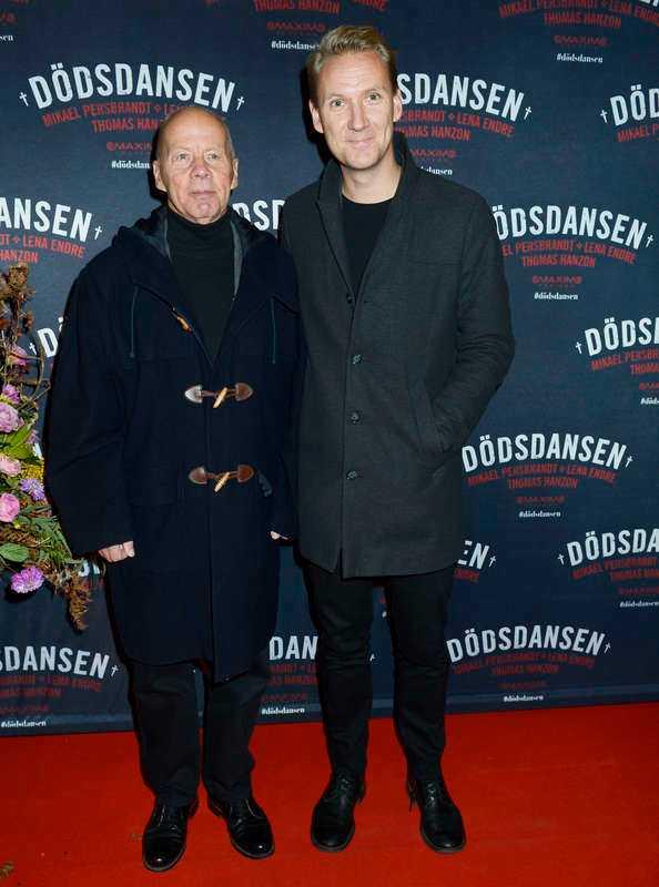 """""""Nyhetsmorgon""""-profilen Jesper Börjesson tog med sig pappa Ronny på galapremiären.- Men självklart med min fru Victoria! Jag är inte så bra på att dansa men hon försöker lära mig… Det går inte så bra."""