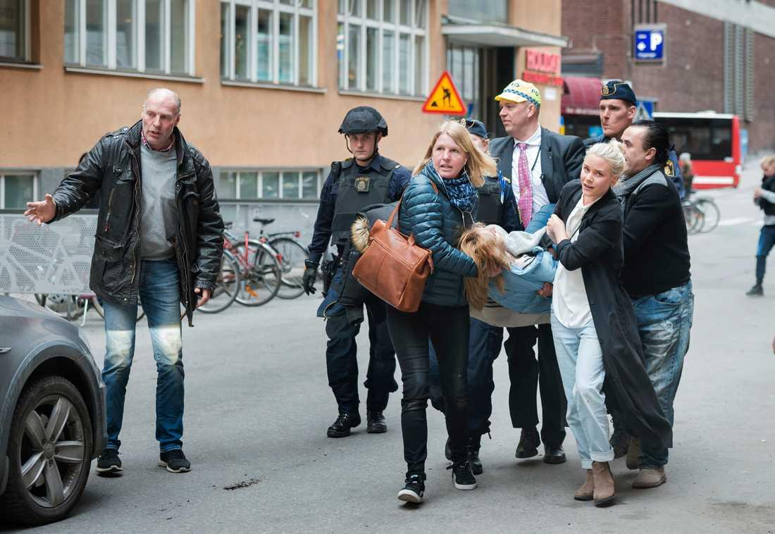 Iryna, 38, träffades av lastbilen på Drottninggatan och förlorade sin ena fot.