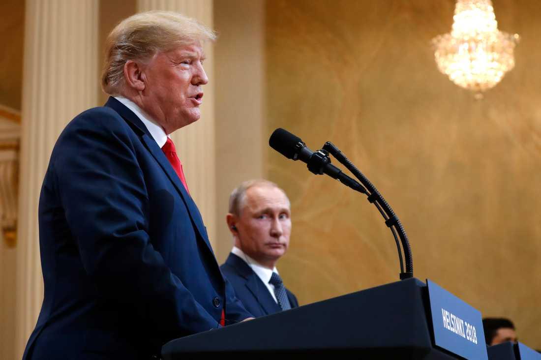 USA:s president Donald Trump och Rysslands president Vladimir Putin vid ett möte i Helsingfors i somras. Arkivbild.