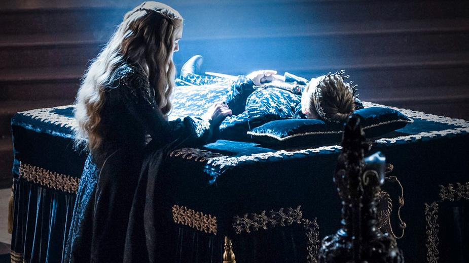 Cersei vid sonen Joffreys döda kropp.