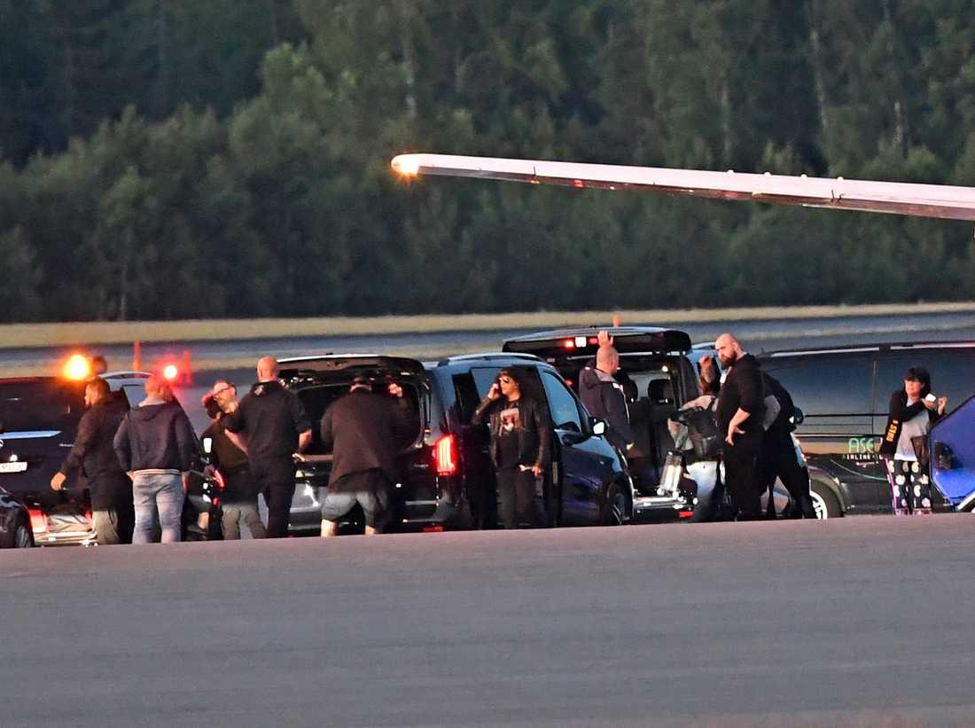 Guns N' Roses lämnade Sverige strax efter klockan 03.00.