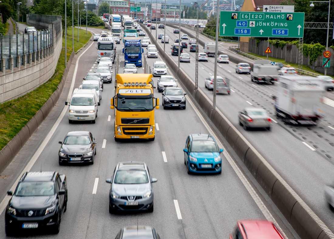 Utsläppen av koldioxid från nya bilar i EU har ökat för andra året i rad.