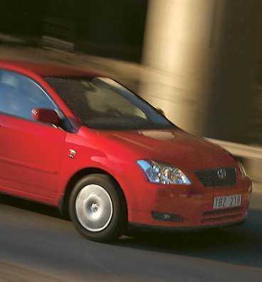 Hyllad begbil, men finns det inga fel på Corolla, då? Ja, fortfarande är det lite si och så med den så kallade körglädjen. Men det är klart – bilägande är ju så mycket mer.