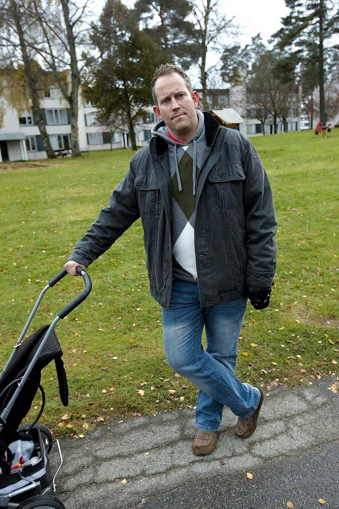 """Mattias Ekdahl har själv en 4-årig son. """"Jag släppte aldrig ut mina barn för att leka här tidigare heller"""", säger han."""