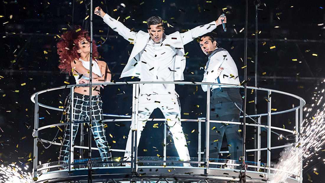 """Eric Saade i Melodifestivalen 2015 med låten """"Sting"""". Slutade femma i finalen."""