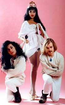 Army of lovers Under några år på 90-talet var Camilla Henemark, Jean-Pierre Barda och Alexander Bard en trio.