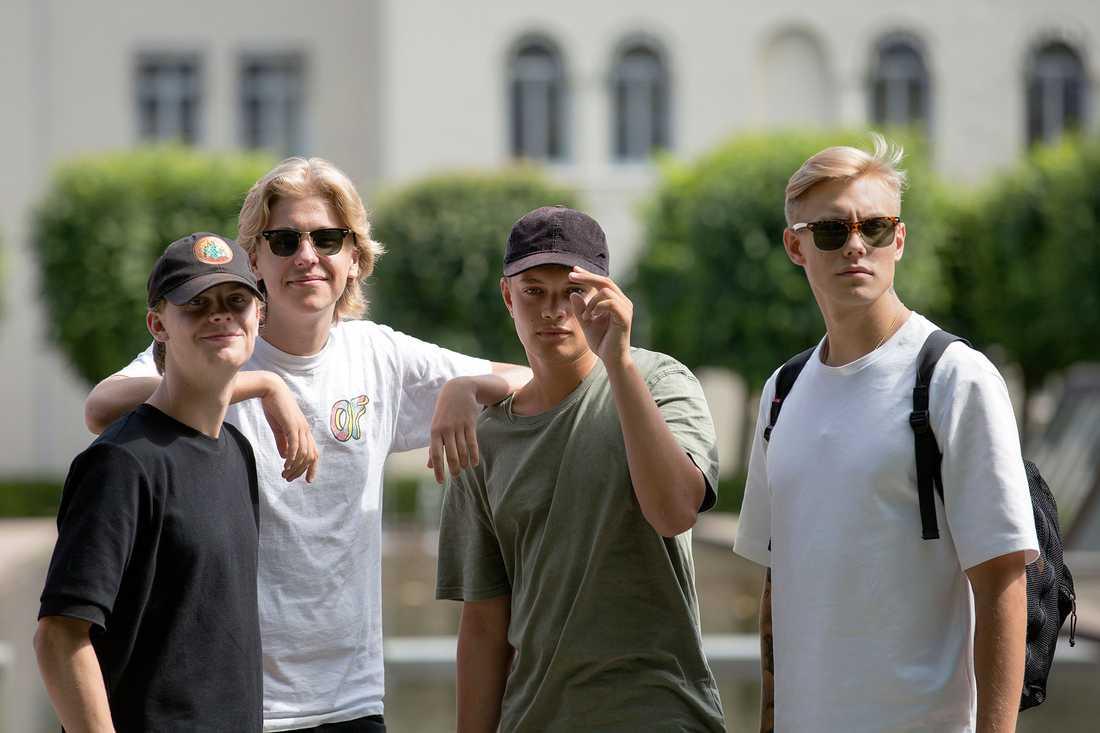 Hov1 utgörs av Axel Liljefors Jansson, Dante Lindhe, Ludwig Kronstrand och Noel Flike.