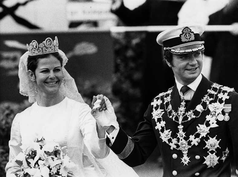 1976 Gifter sig med kungen den 19 juni och blir Sveriges drottning.