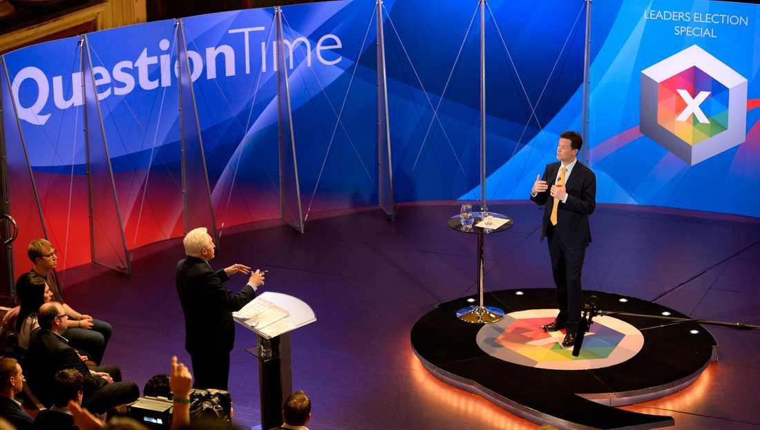 """När Nick Gleggs gulmålade valbuss kommer till en cricketarena utanför Southampton så är vi bara en handfull journalister som möter honom. """"Cleggmania"""" har den här gången ersatts av en total likgiltighet inför Clegg och hans liberaldemokrater."""