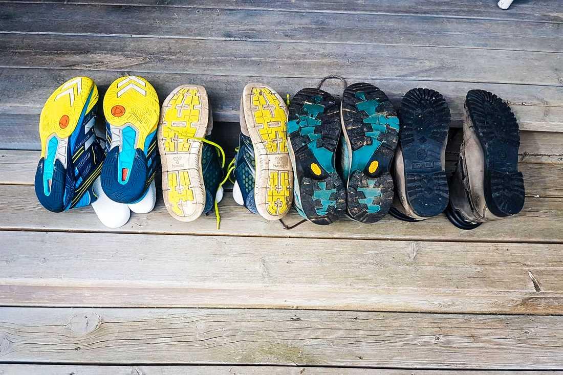 En granne fick alla sina skor fotograferade av polisen.