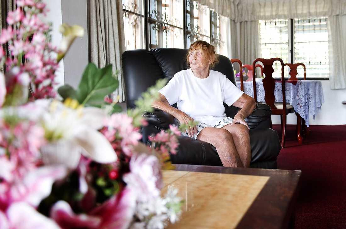 """""""BLIR SÅ UPPASSAD"""" 96-åriga Eva Bergdahl njuter av livet i Thailand – men ser fram emot att få äta ett klassiskt svenskt julbord med sin son Ingolf."""