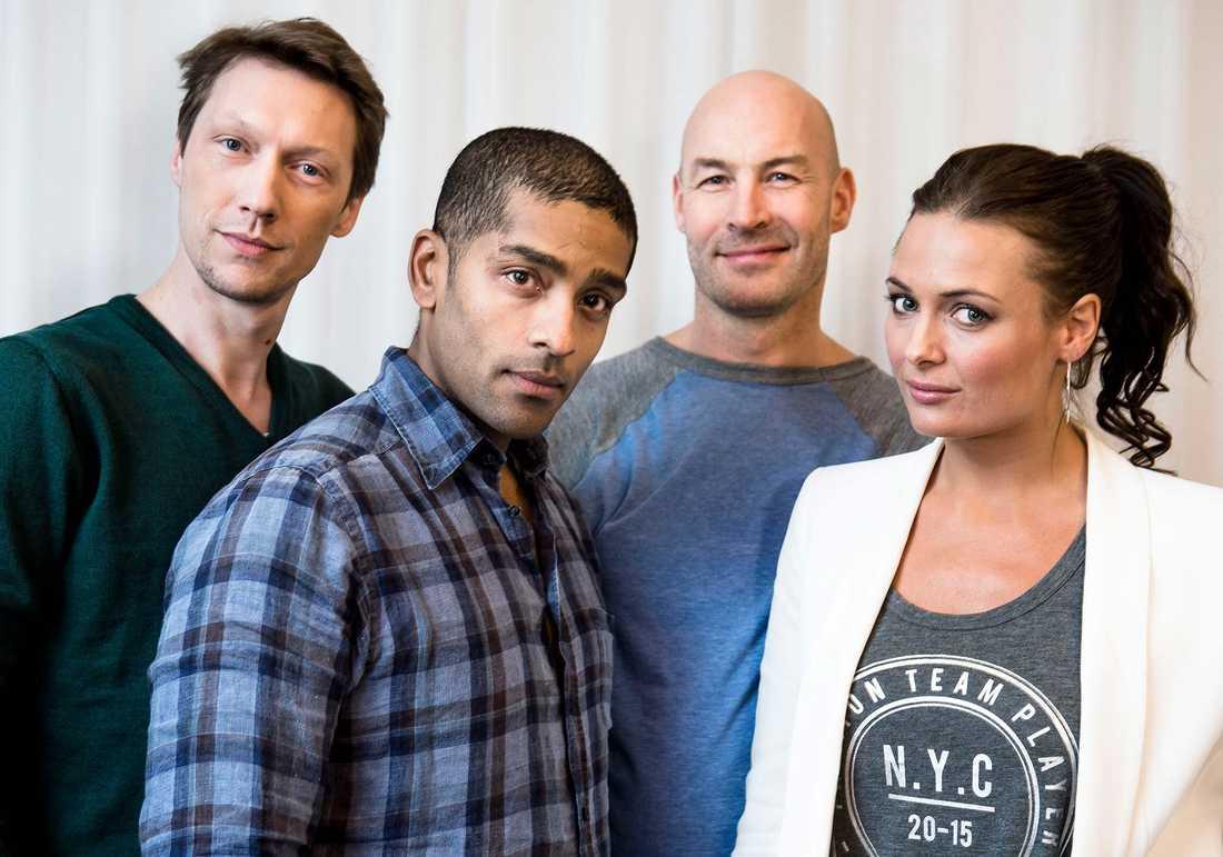 Skådespelarna från den senaste filmen om Jönssonligan – den perfekta stöten: Simon J Berger, Alexander Karim, Torkel Petersson och Susanne Thorson.