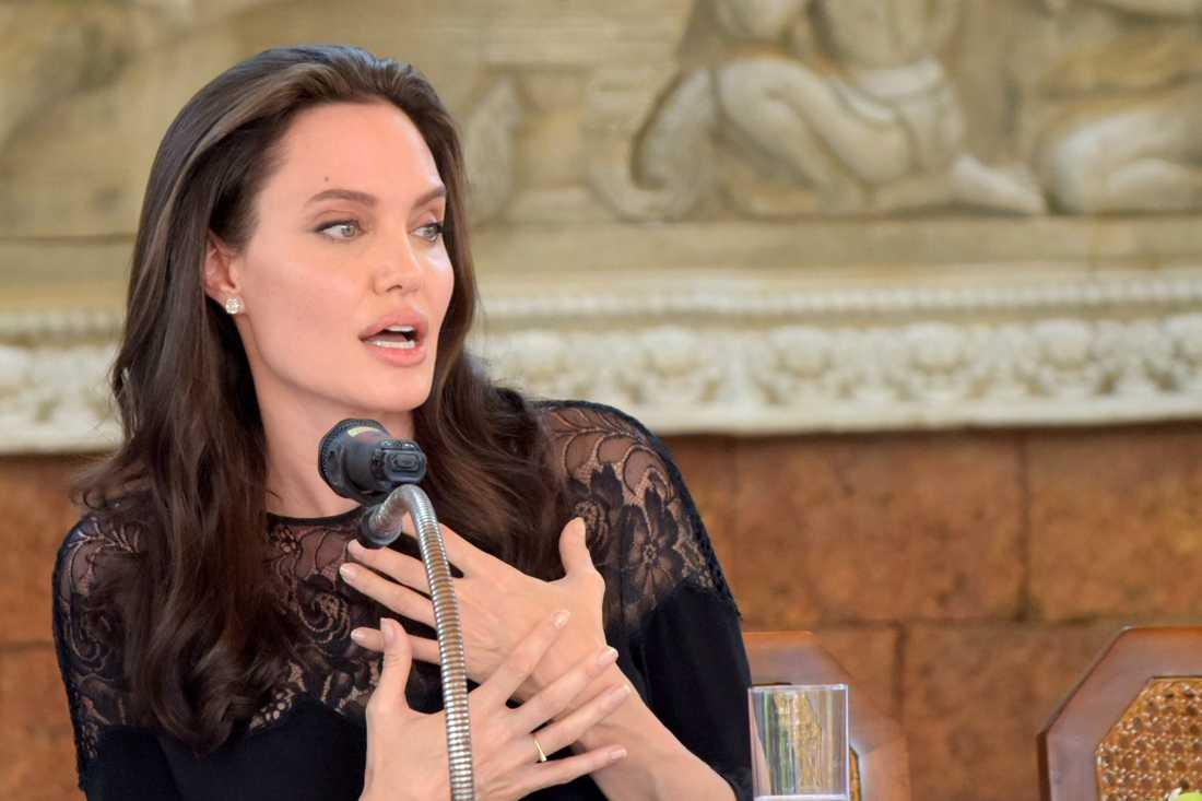 Jolie hoppas kunna gå stärkt ur skilsmässan.
