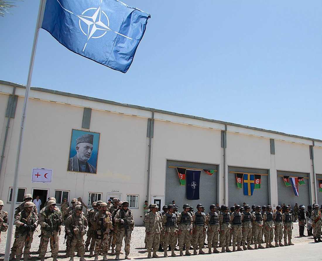 KVAR I FÖRSLAG MOT ISLAM Försvarsorganisationen NATO överlevde järnridåns fall – som försvar mot islam. Nu leds FN-insatsen i Afghanistan av NATO, en insats som Sverige och Norge deltar i. Bilden är från Mazar-e-Sharif i Afghanistan.