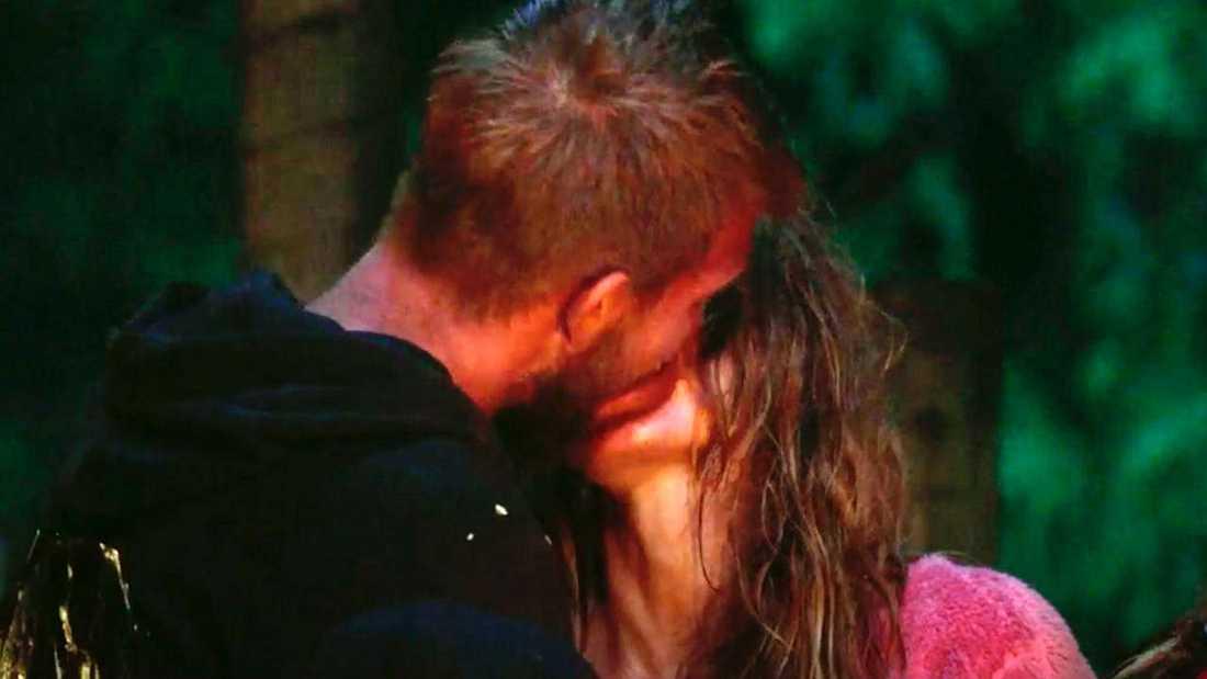 Pascal avslutade sitt Robinson-äventyr med att ge Nicoline en het kyss.