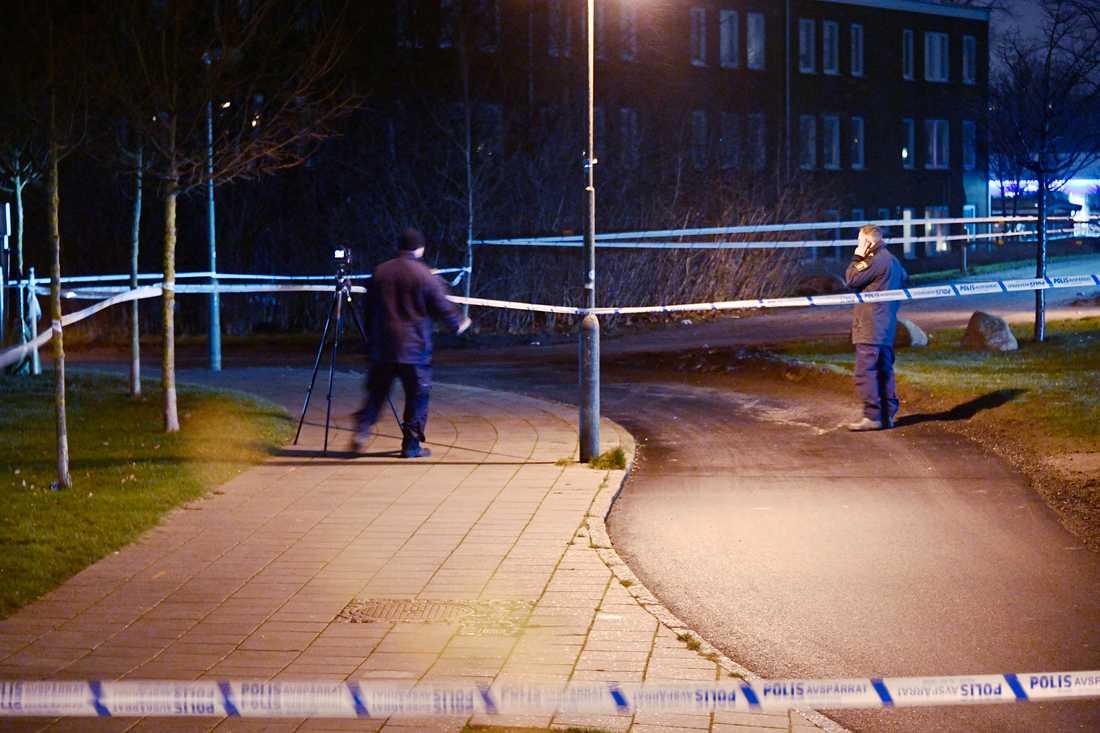 En kvinna misstänks ha blivit överfallen i Malmö i natt.