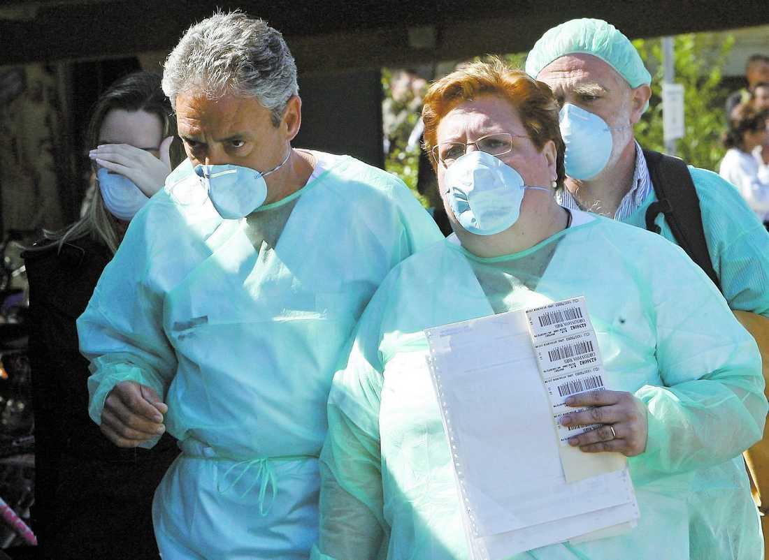 Spanien En 23-årig man är smittad och minst 20 personer till utreds i Spanien.