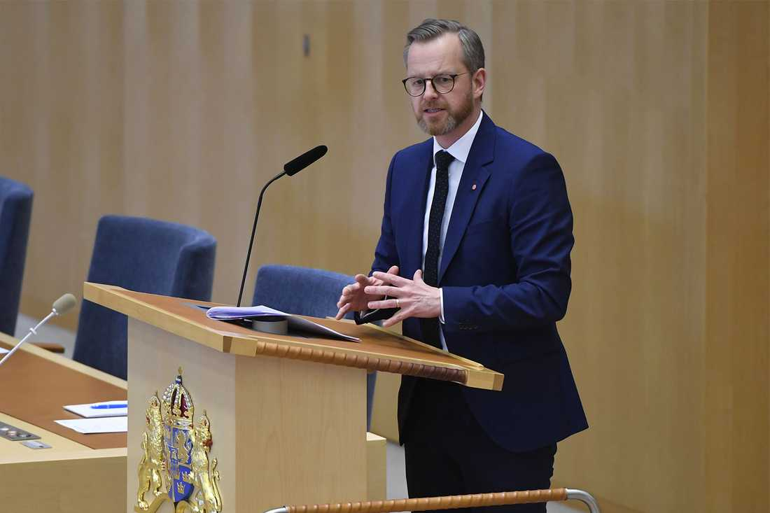 Mikael Damberg i talarstolen under riksdagsdebatten om IS-återvändare.