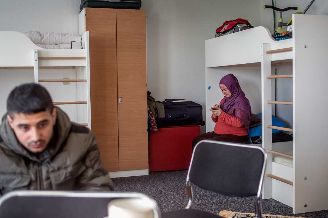 Familjen Mardinli som räddades av Gula båtarna. Nu befinner de sig på en flyktingförläggning i Leipzig.