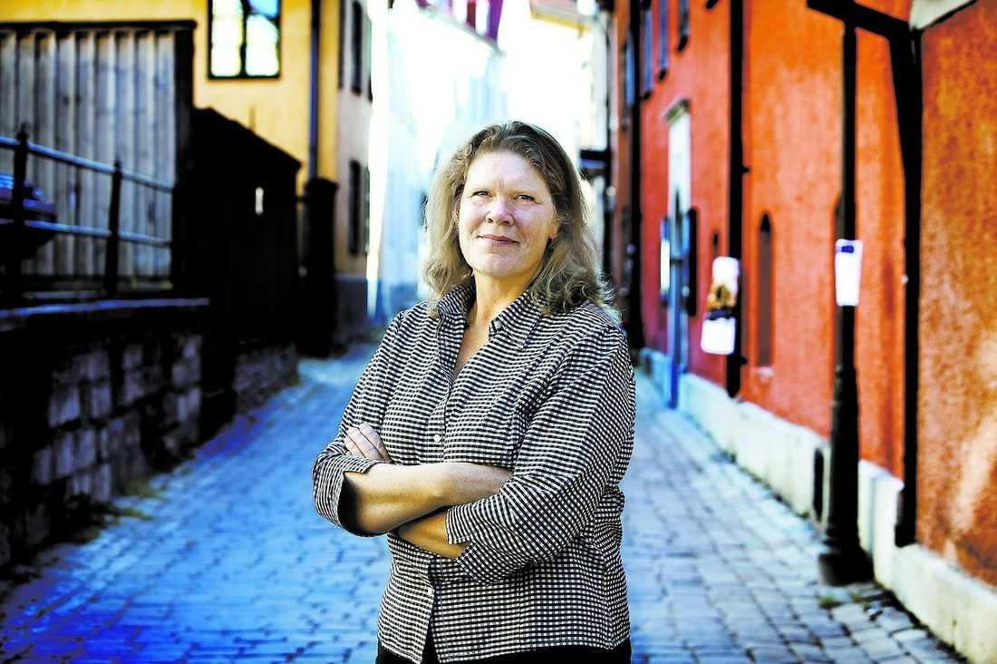 """Kritisk till personfixeringen 2006 avgick Cecilia Stegö Chilò som kulturminister efter uppståndelsen kring de obetalda tv-licensavgifterna. """"Jag kommer aldrig att förneka att skälet till att drevet uppstod var att jag begått ett fel som inte var acceptabelt i andras ögon"""", säger hon.Den 16 oktober 2006."""