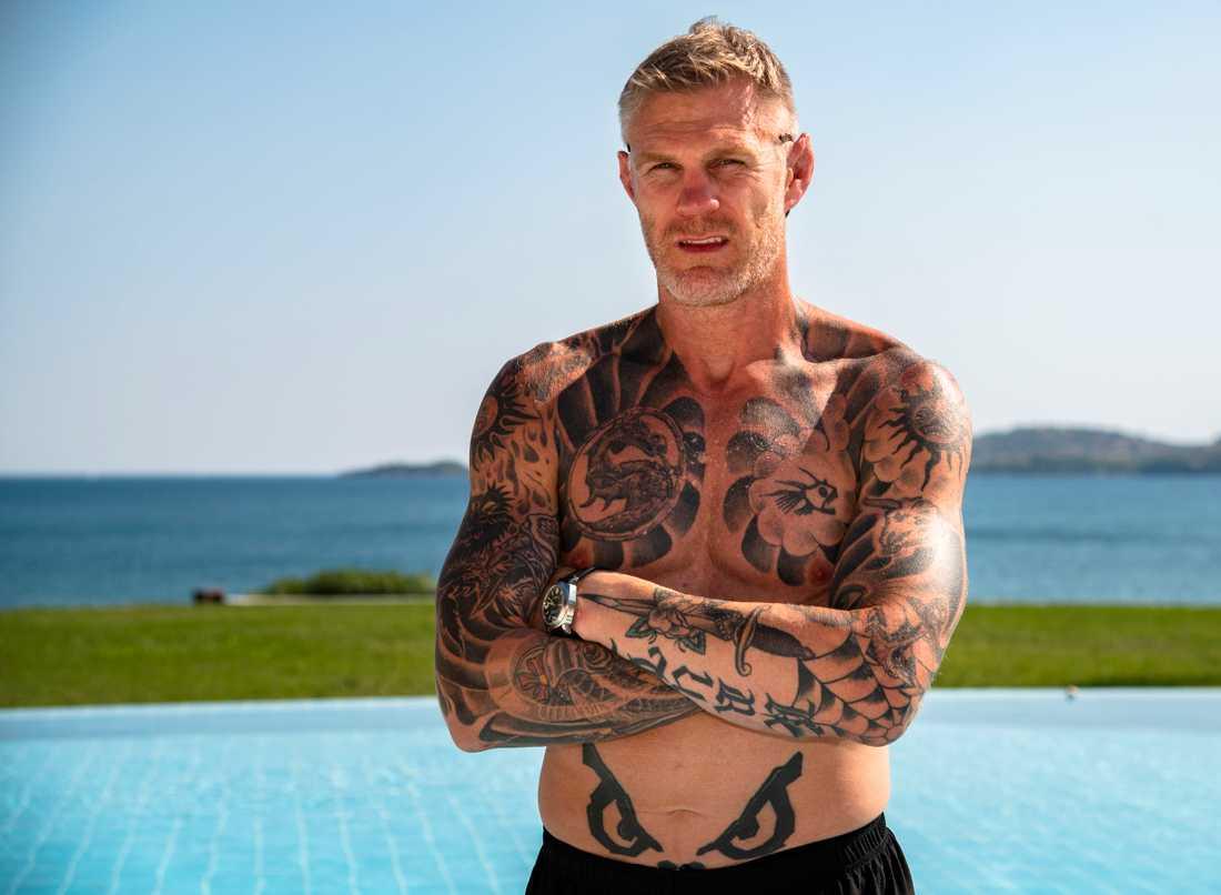 Ingen tatuering till dottern. Jörgen Kruth äter blodförtunnande medicin för sina hjärtproblem och har därför inte kunnat tatuera in sin dotters namn ännu.
