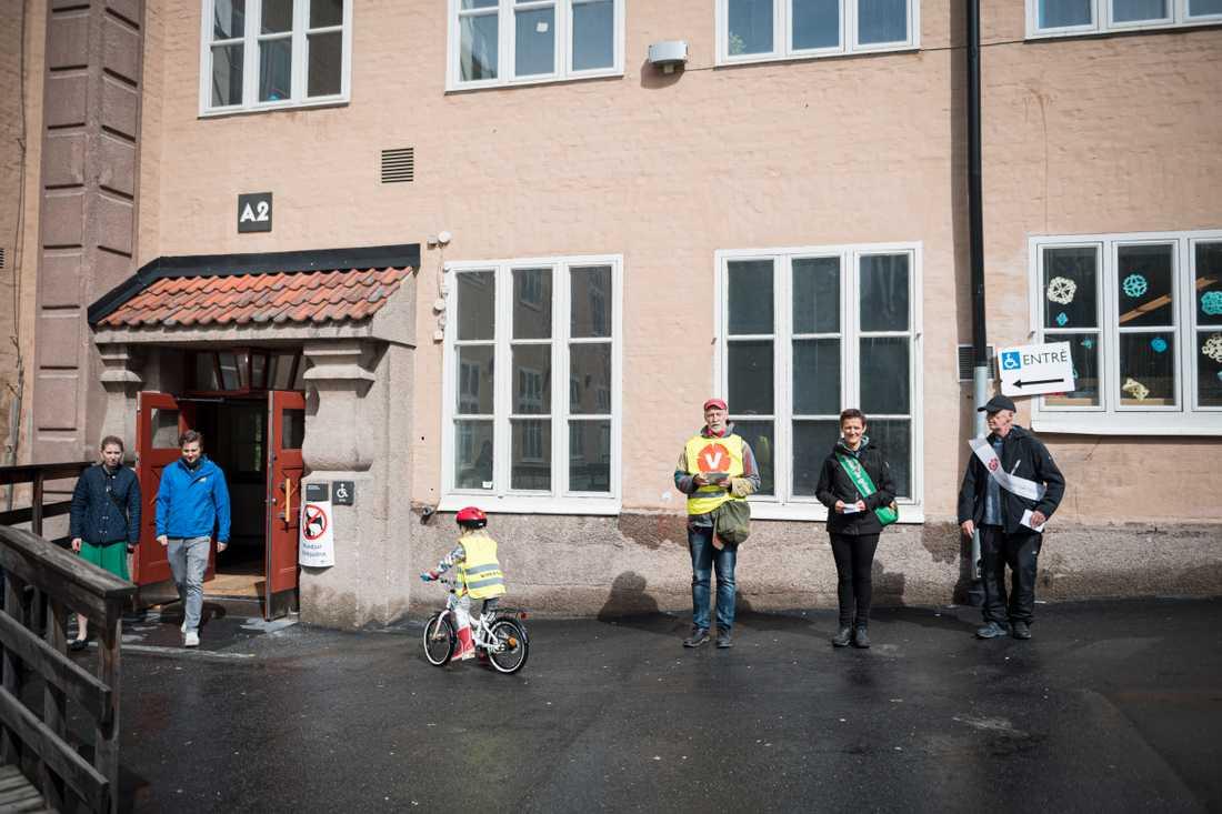 Kampanjande in i det sista på Blommenbergsskolan i Stockholm.