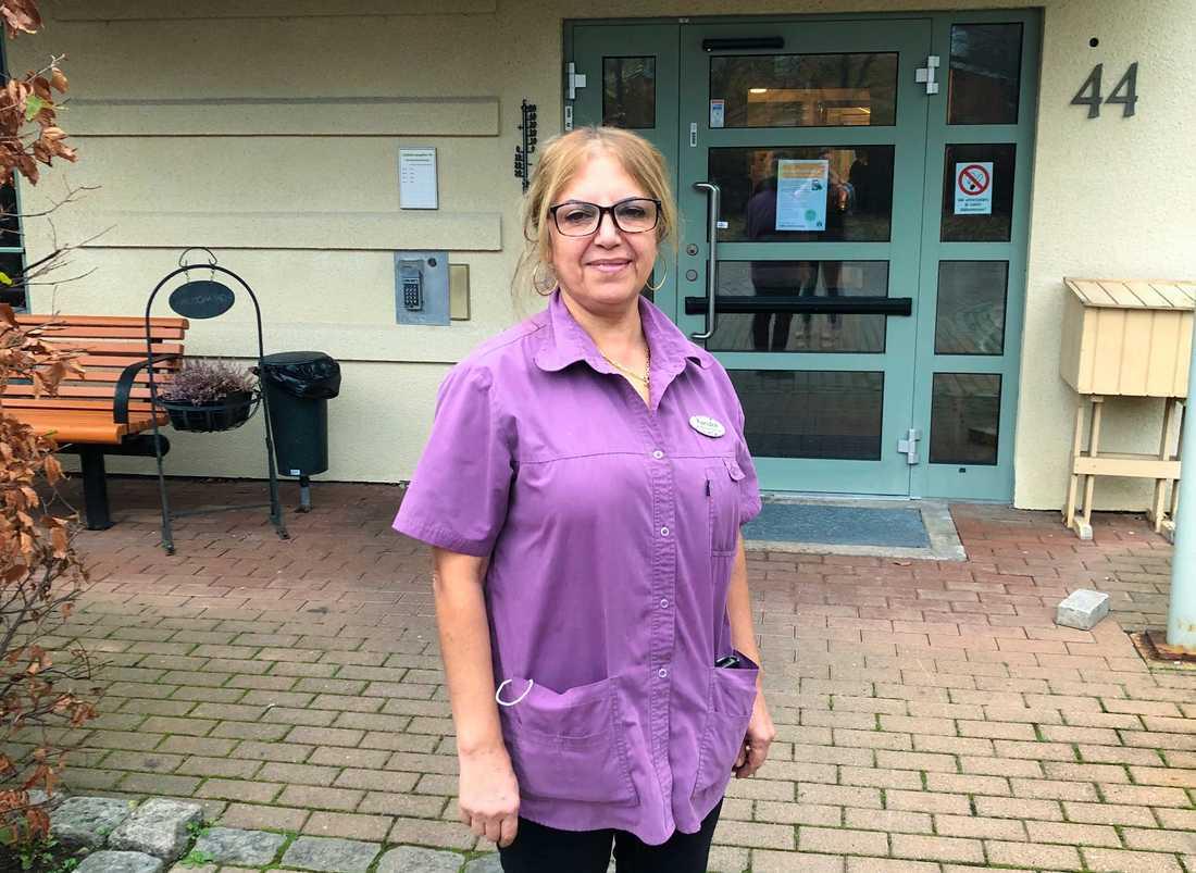 Undersköterskan Farideh Akhlaghi som arbetar på det särskilda boendet Lindeborgs gård i Malmö.
