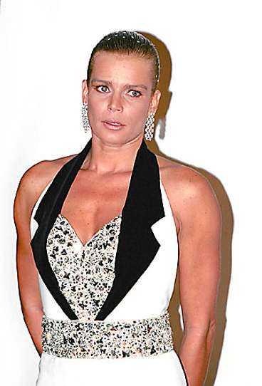 Furstendömet Monacos skandalomsusade sessor Stephanie och Caroline har ofta visat sig i utmanande kreationer.