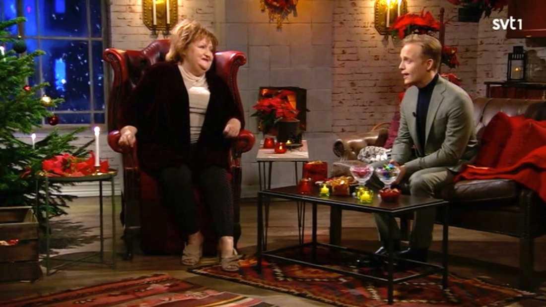 """Marianne Mörck hade också bjudit in Arne Weises son Andreas för att prata julminnen och hcn sjöng också sin pappas julfavorit """"The Christmas song""""."""
