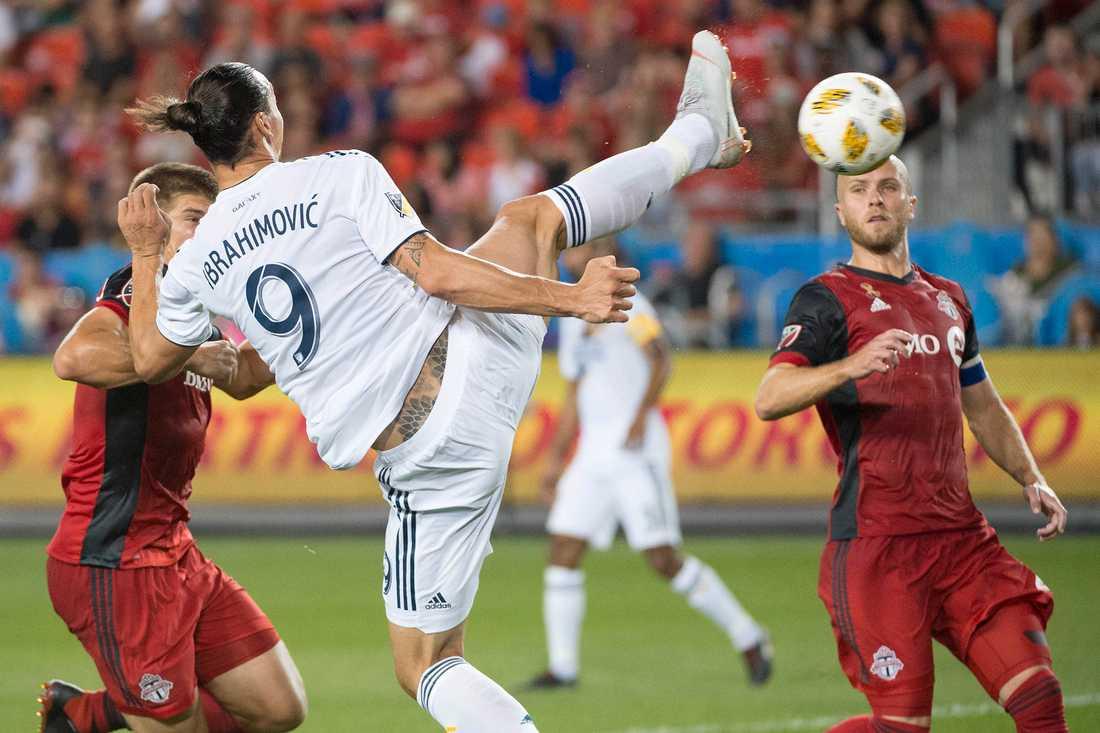 Zlatan petar in sitt femhundrade mål i matchen mot Toronto FC.