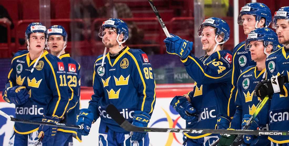Svenska laget firar segern i Globen.