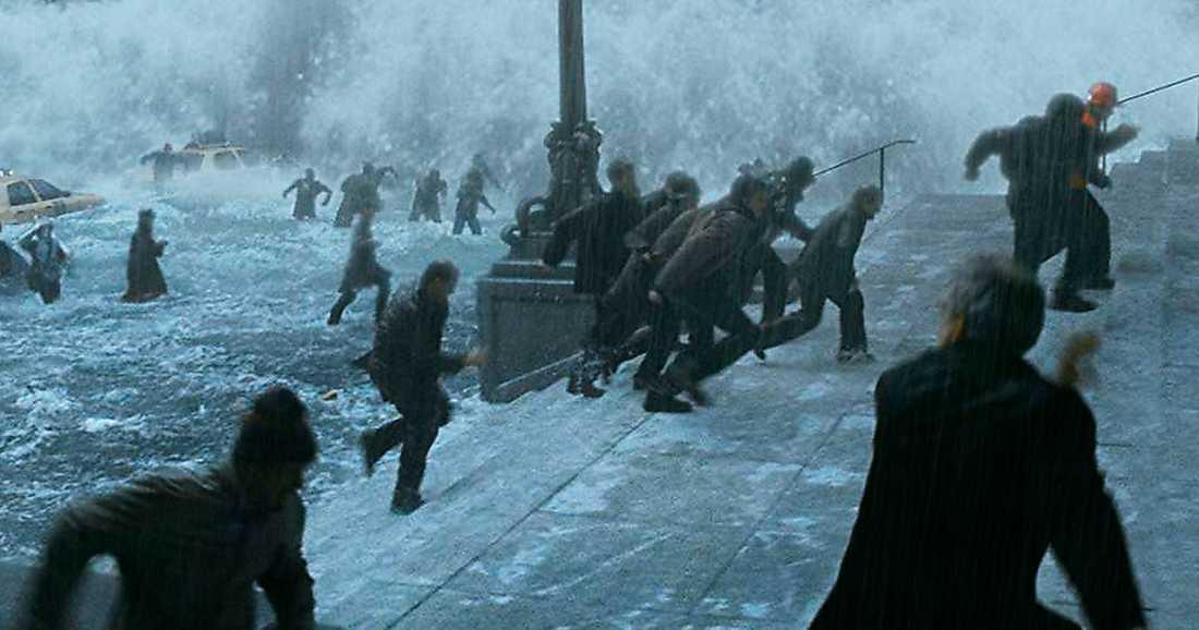 """Scen ur filmen """"Day after tomorrow"""" från 2004. Boken """"Den obeboeliga planeten"""" lyfter fram värsta tänkbara klimatscenario i kapitel efter kapitel, skriver Mattias Svensson."""