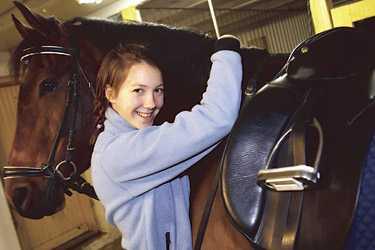 rider varje dag Nu har Karin Persson en sadel designad av en av världens bästa dressyrryttare, Anky von Grünsven.