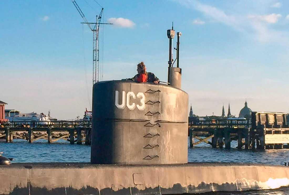 Peter Madsen och Kim Wall åker ut i ubåten.