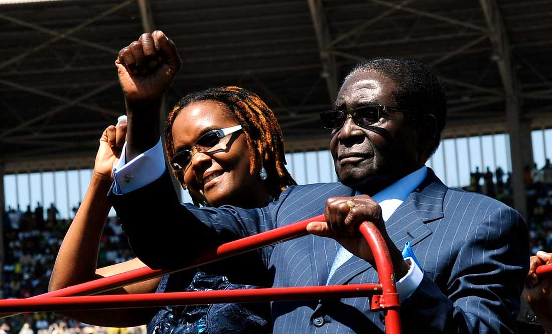 President Robert Mugabe med sin fru Grace i augusti 2013.
