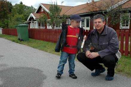 Metall i maten Samuel Holm, tre år, går på Vallskoga förskola där metallspån hittades i maten. Pappa Fredrik tycker att det låter otäckt.