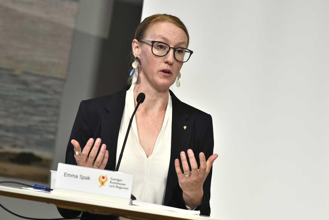 Emma Spak, Sveriges kommuner och regioner, anser att Folkhälsomyndigheten inte varit tydliga.