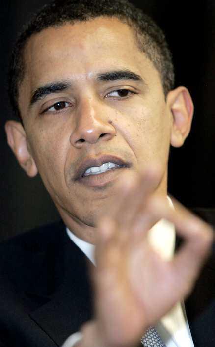 PRESIDENTKANDIDAT I BLÅSVÄDER Barack Obama, Hillary Clintons rival om vem som ska bli demokratisk presidentkandidat i USA, anklagas nu för att ha flera lik i garderoben. Foto: AP