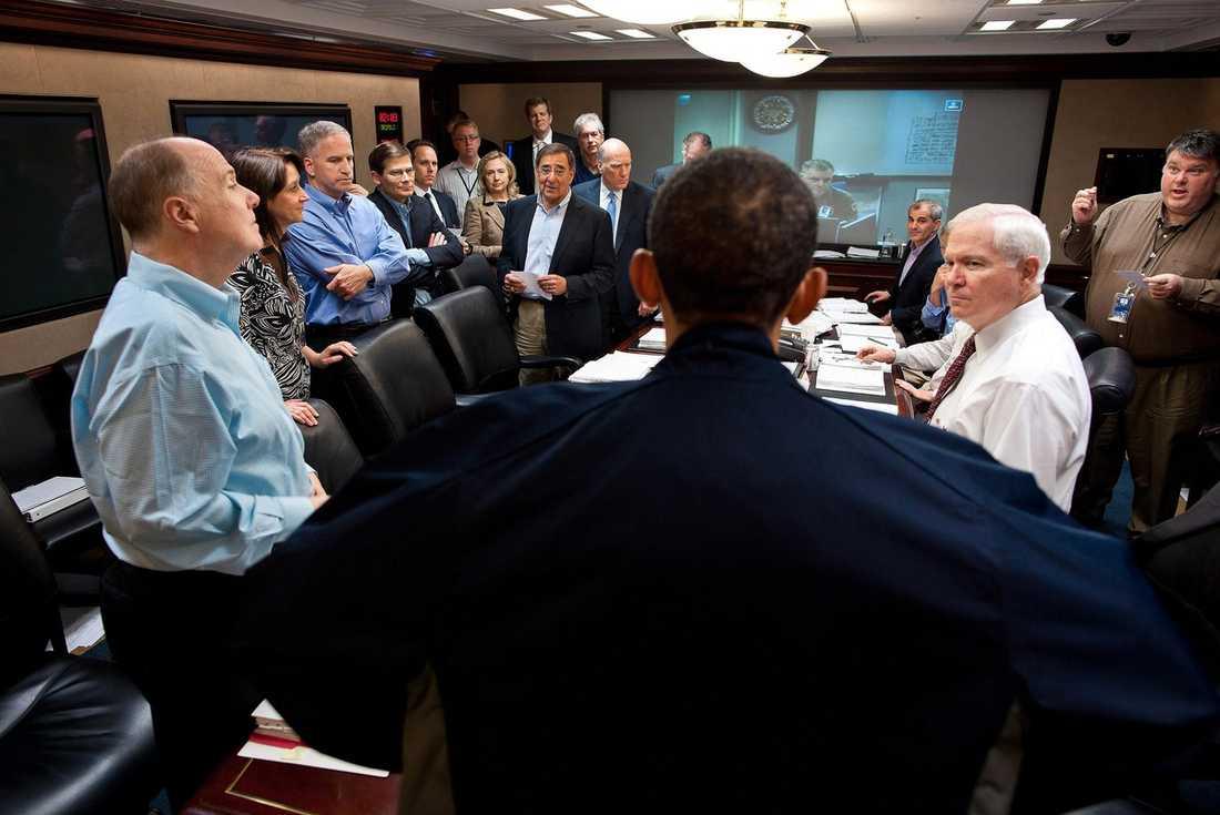 """HÄR SÅG DE BIN LADIN DÖ  President Barack Obama, utrikesminister Hillary Clinton och deras närmaste medarbetare samlades i Vita husets """"Situation room"""" för att följa Usama bin Ladins död."""
