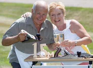 Storvinnare Morris och Carol Worrall vann 209 miljoner kronor på lotto.