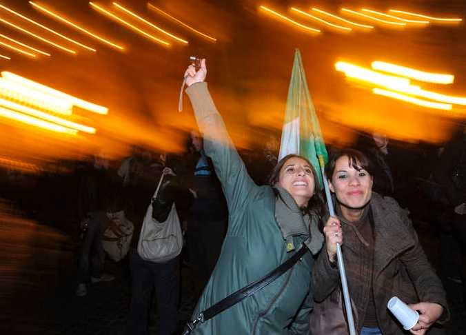 Glada demonstranter firade på gatorna.