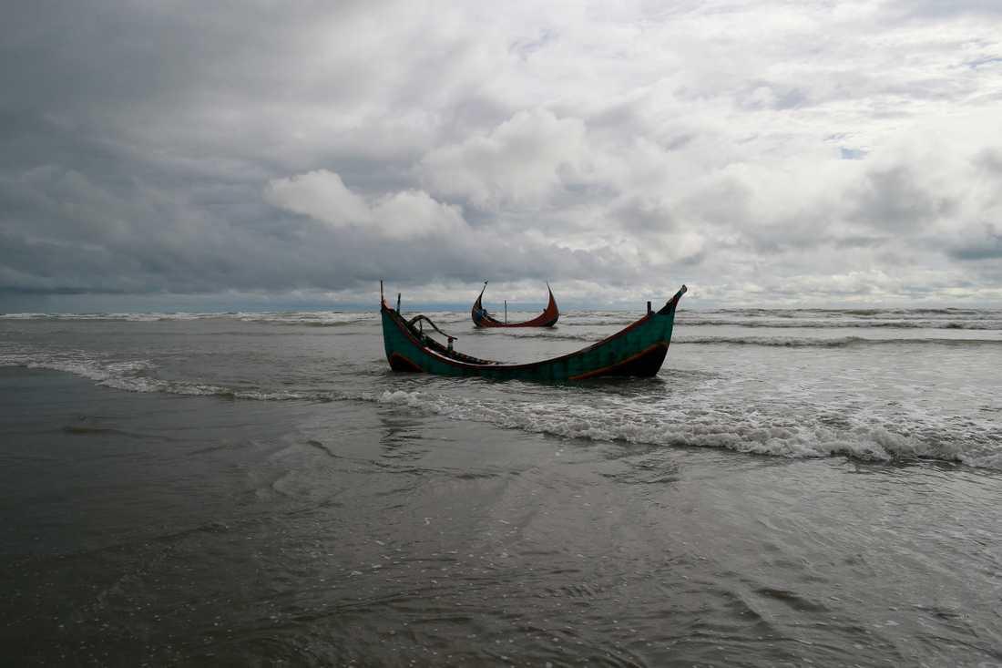 Flera rohingyer försöker fly med båt till Malaysia från de överfulla flyktingtinglägren i Bangladesh. Arkivbild.